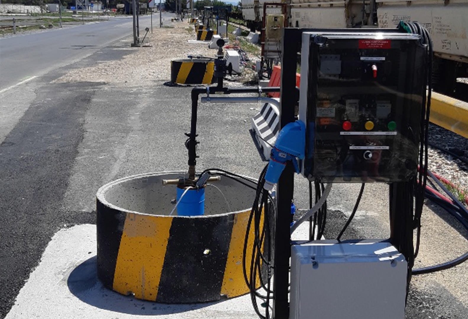 Hydraulic Containment System in use alongside a strip of road in Italy